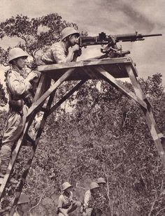 Japanese soldiers with Nambu machine-gun. 1941-42