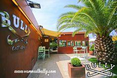 Hoy toca comer en el paraiso. #palmeras #terraza #sol Hoy toca comer en el #vamosalbully #donostia #sansebastian #ayete #berabera El verano ya esta aquí!!