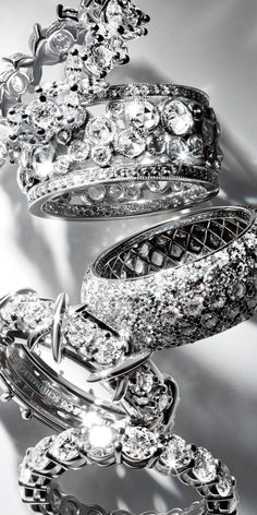 Diamond Rings : Tiffany diamond wedding bands are an elegant daily reminder of your eternal…. - Buy Me Diamond Tiffany Rings, Tiffany Jewelry, Wedding Band Sets, Womens Wedding Bands, Wedding Poses, Wedding Ideas, Tiffany Wedding, Diamond Wedding Rings, Diamond Rings