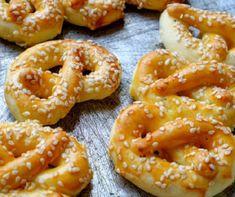 Kókuszkrémes piskótatorta Recept képpel - Mindmegette.hu - Receptek Bread Dough Recipe, Canapes, Onion Rings, Party Snacks, Winter Food, Bagel, Food And Drink, Baking, Ethnic Recipes