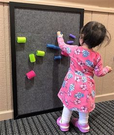 Vertical Learning with Classroom Walls Sensory Wall, Baby Sensory, Sensory Boards, Classroom Walls, Classroom Design, Infant Toddler Classroom, Reggio Inspired Classrooms, Learning Spaces, Baby Play