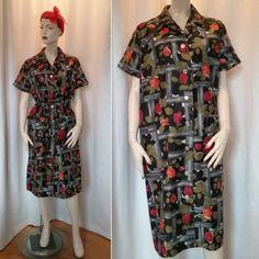25d7c452a1f0 Vintage retro klänning städrock svart med röda rosor gröna blad fickor  60-tal. Till
