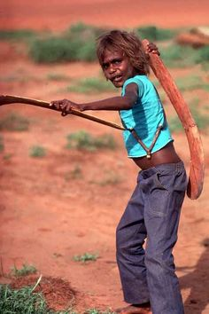 Photos of Aboriginal children from the desert, the traditional communities of the Warlpiri, Arrarnta (or Arrernte) and Pintubi-Loritja peoples. Human Life Cycle, Aboriginal Children, Aboriginal Culture, Small Lake, Australia Photos, Image Name, Camera Hacks, Indigenous Art, Play To Learn