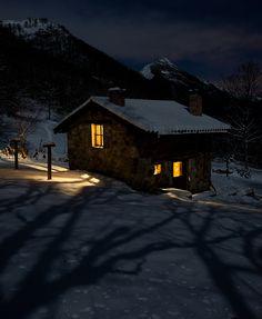 Poblaciones y cabañas #Asturias #Spain #photography #Redes #cottage #nigth