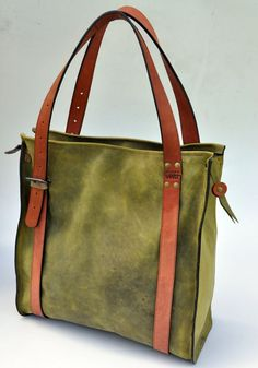 green leather oversize  tote bag por ladyBuq en Etsy, $180.00: