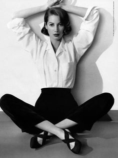 fashion photography poses are look really cool! Look Fashion, 90s Fashion, Vintage Fashion, Fashion Glamour, Nail Fashion, Timeless Fashion, Latest Fashion, Christy Turlington, Shooting Pose