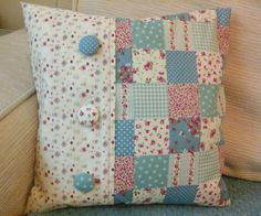 Patchwork at home - the art of mending is becoming a trend again : Pretty pillow with fabric patches Patchwork Cushion, Patchwork Quilting, Quilted Pillow, Quilts, Seminole Patchwork, Shabby Chic Cushions, Shabby Chic Decor, Rustic Decor, Quilting Projects