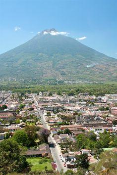 Volcán de Agua and Antigua #Guatemala by Rudy Girón