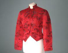1950er Jahre chinesische Seide Jacke in rot von VioletsAtticVintage