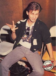 Christian Slater is a terrible person however I refuse to let it poison this wonderful outfit.