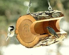 Pinkog Inspiring Layout Concepts For Recycled Crafts To Make Bird Feeders Wood Bird Feeder, Best Bird Feeders, Homemade Bird Feeders, Declutter Home, Earth Day Crafts, Log Home Decorating, How To Attract Birds, House Ornaments, Diy Holz