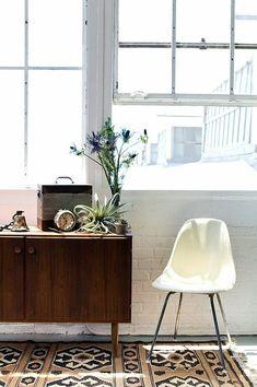 Rug + eames chair
