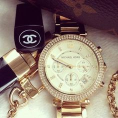 I have this watch & I love it!