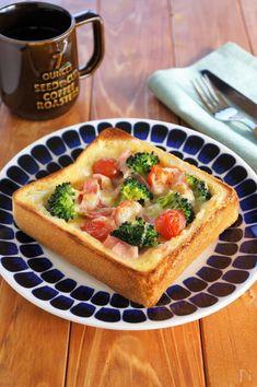 食パンで作るボリュームたっぷりのキッシュ風トーストです。 朝食やブランチにもピッタリです。