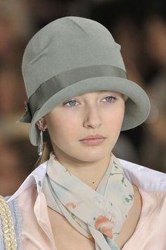 Ralph Lauren at New York Fashion Week Spring 2012 - Details Runway Photos 1920s Hats, Granny Chic, Stylish Hats, Wearing A Hat, Love Hat, Cute Hats, Looks Vintage, Headgear, New York Fashion