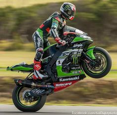 Kawasaki Motorbikes, Kawasaki Motorcycles, Racing Motorcycles, Motorcycle Suit, Motorcycle Racers, Velentino Rossi, Honda, Ducati Hypermotard, Bike Leathers