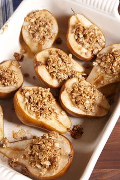 Recipes Snacks Fruit These healthy individual baked pears will satisfy all your sweet cravings. Pear Dessert Recipes, Fruit Recipes, Fall Recipes, Gourmet Recipes, Cooking Recipes, Recipes With Pears, Recipies, Baked Apples And Pears Recipe, Dessert Ideas