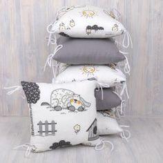Polštářkový mantinel, pejsek a šedá Throw Pillows, Home, Cushions, House, Decorative Pillows, Decor Pillows, Homes, Houses, Scatter Cushions