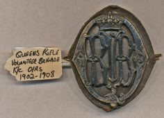 Queens Edinburgh Rifle Brigade badge (Royal Original with leather still attached. Kings Crown, other ranks. Paranormal Experience, Military Insignia, Kings Crown, Military Uniforms, Crests, British Army, Military History, Volunteers, Edinburgh
