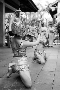 #weddingdesign #vietnambeachweddings #hoianeventsweddings #beachwedding #destinationwedding #chamdancers #traditionaldancers #weddingentertainment
