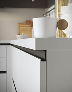 Handle-less doors design adds to the minimal charm of Joy from Snaidero Modern Kitchen Cabinets, Kitchen Doors, Kitchen Furniture, Kitchen Interior, Furniture Design, Kitchen Pantry, Luxury Kitchen Design, Luxury Kitchens, Pantry Design