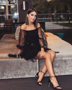 Camila Coelho All black for tonight's event with @dumondoficial in Goiânia!❤️ ------- Preto total, para o evento hoje aqui em Goiânia , com @dumondoficial ❤ Usando sandália super versátil (e mega confortável) da nova coleção! A noite foi muitooo especial! #dumond