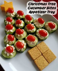 Cucumber Bites Christmas Tree Appetizer Tray Fun Christmas Appetizer Idea – Christmas Tree Cucumber Bites d Best Christmas Appetizers, Christmas Party Food, Xmas Food, Christmas Holiday, Thanksgiving Desserts, Christmas Veggie Tray, Healthy Christmas Treats, Christmas Ideas, Fingerfood Party
