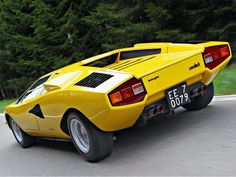 Lamborghini Countach LP400 1975 - yellow cars