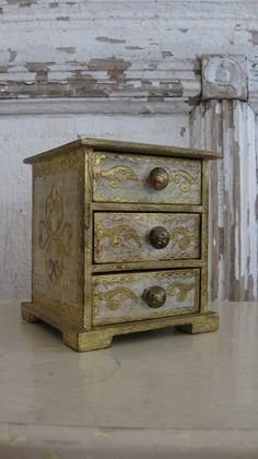 Vintage florentine chest, gold and white, 3 drawers, Made in Italy, Shabby Chic, jewelry box by jemsbyjennym on Etsy