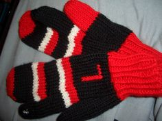 Split finger mitts.  L is for Left.  Right mitt has a red thumb.  I added special thread which allows for use on mobile touch devices -- no need to remove mitt.