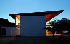Artadi Arquitectos - Beach House at Punta Veleros,  Organos, Peru (2012) #houses