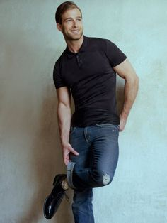 Love wearing polo shirts and not sure how to style them. Don't worry, The Unstitchd is here with 6 amazing ways to style your polo shirts Polo Shirt Style, Polo Shirt Outfits, Polo Outfit, Polo Shirts, Black Tshirt Outfit, Black Polo Shirt, Mens Fashion Blog, Men's Fashion, Daily Fashion