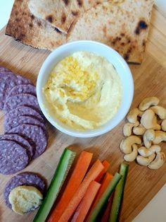 Si andas en busca de un aperitivo novedoso, fácil, y rico, no busques más: este queso crema de castañas de cajú te va a encantar!