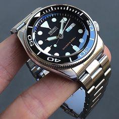 Awesome diver from Seiko! Seiko Skx007 Mod, Seiko Mod, Seiko Diver, Relic Watches, Seiko Watches, Armani Watches, Luxury Watches, Best Watches For Men, Cool Watches