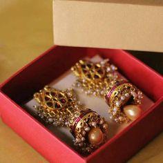argent et anneaux zircons uk Gold Jhumka Earrings, Indian Jewelry Earrings, Gold Earrings Designs, Indian Wedding Jewelry, India Jewelry, Necklace Designs, Silver Jewelry, Jhumka Designs, Silver Ring