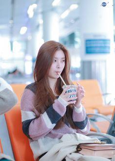 Young Marriage With My ketos. South Korean Girls, Korean Girl Groups, Young Marriage, Beautiful Chinese Women, Gfriend Sowon, Ulzzang Korean Girl, Red Velvet Seulgi, Yoo Kihyun, Yuehua Entertainment