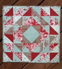 Winterberry Table Topper Tutorial - The Sassy Quilter