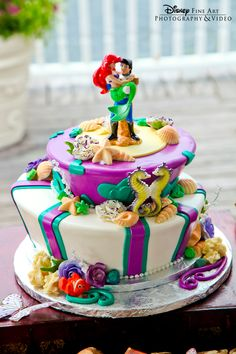 That is one beautiful Little Mermaid cake! I just can't handle all the glorious Disney Fairytale Wedding goodness!