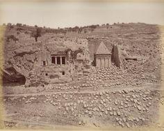 Jerusalem-القدس الشريف: قبر اولاد الهزير و قبر زكريا الموجودين في واد قدرون خارج السور من الجهة الشرقية.