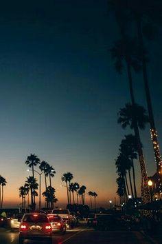 cali palm trees and a sunset - beautiful world ✧ - Wallpaper Wallpaper Travel, Nature Iphone Wallpaper, Wallpaper Backgrounds, Wallpaper Ideas, Beach Wallpaper, Wallpaper Desktop, Iphone Backgrounds Tumblr, Vintage Wallpaper, Widescreen Wallpaper