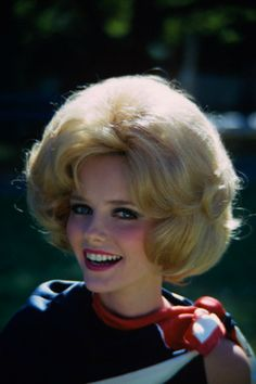 cheryl ties robin the big coif in 1967