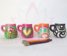MATES CERAMICA Una bomba estas bombas!!! Mates con asa de ceramica, pintados a mano. Incluye la bombilla.. . . . #mates #mateargentino #handmade #pintadoamano #design #diseño #flor #ceramics #ceramica #tuspomponeteslp #yukideco #creative Painted Clay Pots, Hand Painted Ceramics, Ceramic Pottery, Ceramic Art, Cactus Clipart, Decoupage Art, Flower Pots, Paint Colors, Mugs