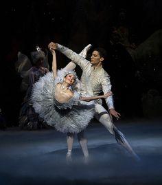 Joffrey Ballet, The Nutcracker, Featuring: Victoria Jaiani & Fabrice Calmels Photo by Herbert Migdoll