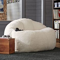 PB Teen Cloud Couch Loveseat, Sherpa Fleece at Pottery Barn Teen -... (4.010.340 IDR) ❤ liked on Polyvore featuring home, furniture, sofas, random, filler, white, white sofa, white furniture, pbteen furniture and white love seat