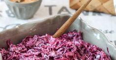 Väriä elämään, ystävät! Punakaalista tehty coleslaw on sisar hento valkoisen kanssa maultaan samaa maata, mutta väri valloittaa. Pun... Coleslaw, Cabbage, Vegetables, Food, Coleslaw Salad, Essen, Cabbages, Vegetable Recipes, Meals