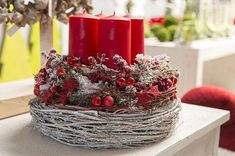 Christmas Advent Wreath, Christmas Candle Decorations, Advent Candles, Red Candles, Christmas Home, Christmas Holidays, Christmas Crafts, Advent Wreaths, Deco Floral