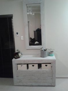 www.sofrenchy.biz Pallet Dressing Table