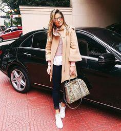 Hello SP!  | Já na função por aqui e sempre com os motoristas e carros da @ldsgroup! Eles são DEMAIS!  | Que tal o look!? Tá bem friozinho aqui viu!? #ThassiaStyle #btviaja