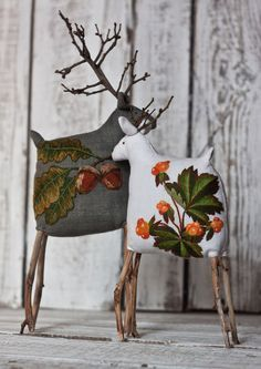 Use up small scraps of precious fabrics, small embroidered pieces or little sections of tapestry Noel Christmas, Rustic Christmas, All Things Christmas, Christmas Ornaments, Raindeer Ornaments, Deco Table Noel, Holiday Crafts, Holiday Decor, Diy Weihnachten