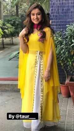 Party Wear Indian Dresses, Designer Party Wear Dresses, Pakistani Dresses Casual, Indian Gowns Dresses, Indian Fashion Dresses, Kurti Designs Party Wear, Dress Indian Style, Pakistani Dress Design, Indian Dresses For Women